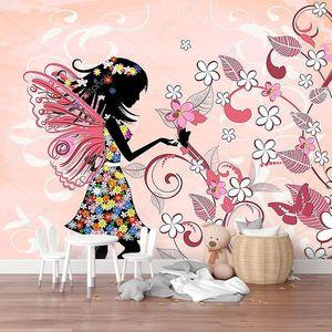 Цветочная фея на розовом фоне
