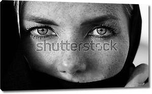 Портрет девушки с большими глазами