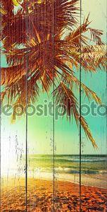 Тропический пляж в часы заката