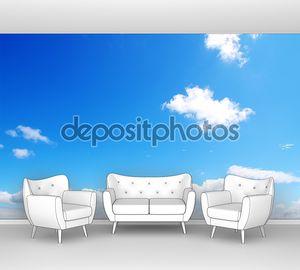 Голубое небо с легкими облаками