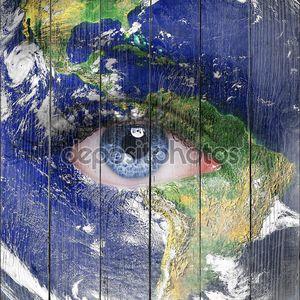 Планета Земля и синий глаз человека