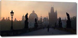 Прага - Карлов мост в утреннем тумане - восход солнца