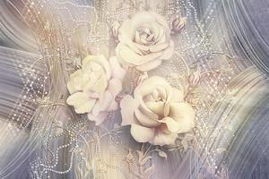 Розы на фиолетовом фоне