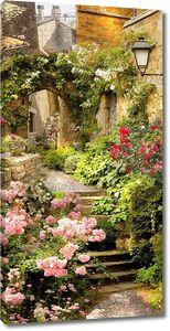 Живописная улица с цветами