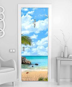 Бухта с пальмами и синим небом