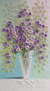 Стеклянная ваза с полевыми цветами