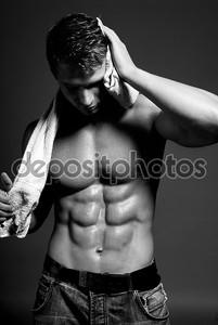 Мокрой сексуальный спортсмен