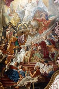 потолочные фрески в церкви Святого Петра в Мюнхене, Германия