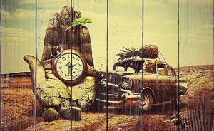 Ретро автомобиль врезается в бетонную руку времени