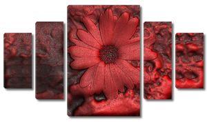 Ярко-красный цветок из воска