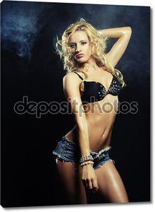 сексуальный танцор стриптиза