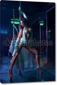 Женщина в танце