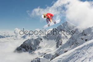 Сноубордист в полете
