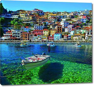 Лодка в чистом греческом море