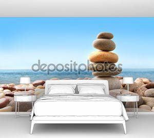 Стек галька камни на белом
