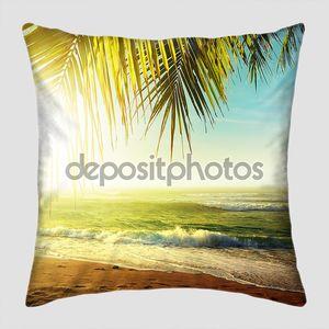 Закат над тропический пляж