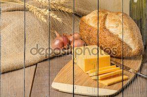 Натюрморт с сыром и хлебом