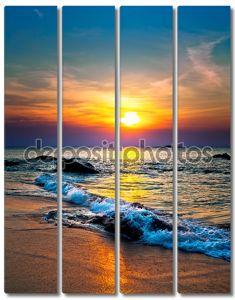 Красочный закат над морем