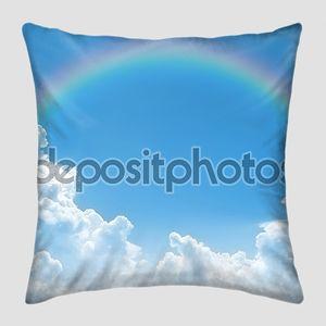 Радуга на голубом небе