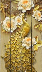 Великолепный  павлин в цветах