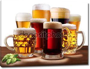 Натюрморт с стаканы для пива.