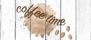 попивая кофе
