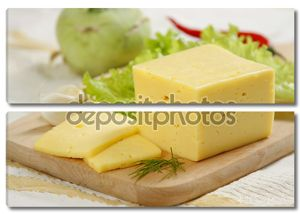 Натюрморт с сыром на столе