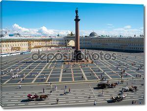 Александрийская колонна на Дворцовой площади в Санкт-Петербурге