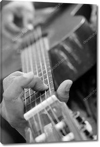 Играющий на гитаре