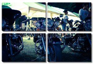 Мотоциклы в ряд на выставке