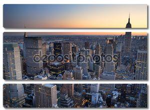 Манхэттен Нью-Йорк на фоне линии горизонта панорама заката Аэрофотоснимок с