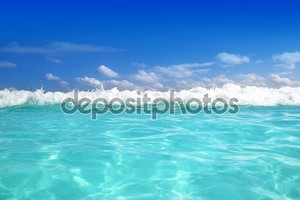 Синий горизонт волны Карибского моря