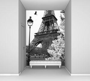 Эйфелева башня в Париже весной