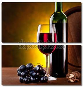 Натюрморт с бутылкой вина и бочкой