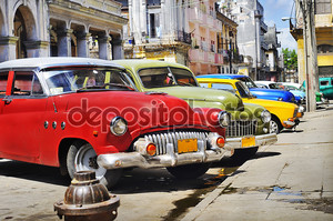 красочные автомобили Гавана