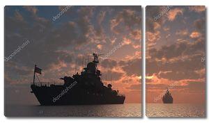 Военный корабль на закате