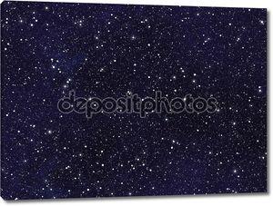 ночное небо покрыто многих ярких звёзд