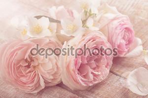 Открытка с свежие розы и жасмина