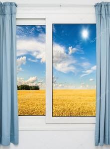 Окно со шторами с видом на поле