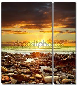 Красивый закат над Атлантическим океаном