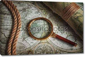 Винтажные увеличительное стекло, веревки и старые карты