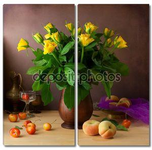 Классический натюрморт с жёлтыми розами и фруктами