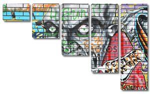 Граффити на белой кирпичной стене