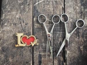 Стрижка волос ножницы и любовь