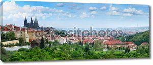 Прекрасная панорама красные крыши Старого города в Праге