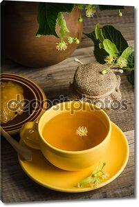 Натюрморт с Липовый чай и мед