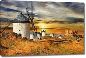 Ветряные мельницы на закате