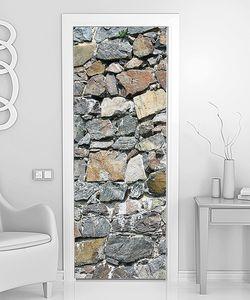 Стена из неровного камня