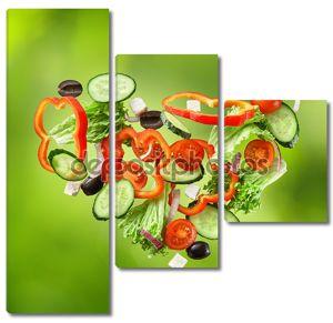 летающие салат на естественный зеленый фон