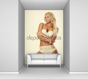 Блондинка привлекательная девушка в нижнем белье
